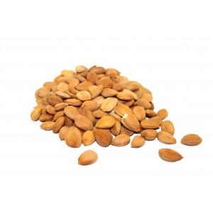 Ядра абрикосовых косточек крупные