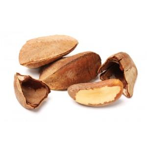 Бразильский орех в скорлупе